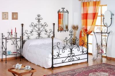 Manufacture of cat iron furniture