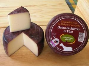 Goat cheese varieties: caciotta, Murcia wine-flavoured cheese and cured DOP, tender, semi and roll.