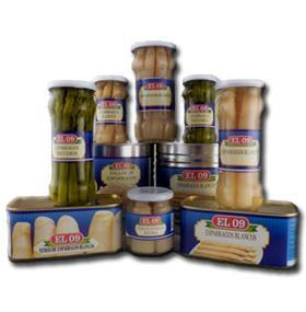Canned white asparagus in different formats