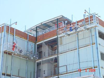 Suspended motorised scaffolding