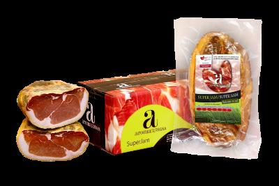 SUPER HAM Unique in the market. Ham of high performance with slices identical ideal for presentations.total exploitation of the workpiece. Low in salt. Available in several formats: 1 piece, 1/2 part , 1/8 part and slices of 50, 70, 100 and 500 grs.