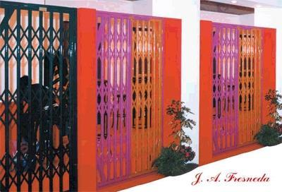 Expandable metal doors