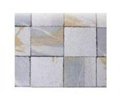 Cabezo's stone is a calcitic stone with white-greyishes or grays tones, that present a vein with white and ochre tones.
