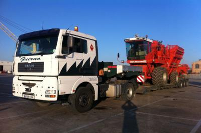Transport of machinery for agriculture