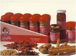 Especias de diferentes variedades: curry, ajonjoli, albahaca, mejorana y un largo etc.